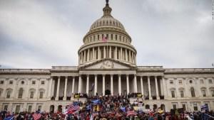 Agente de policía del Capitolio de EE.UU. supuestamente les dijo a las unidades que solo monitorearan a los manifestantes 'anti-Trump' el 6 de enero