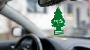 Sí, la policía puede detenerte por tener un ambientador colgado en tu auto