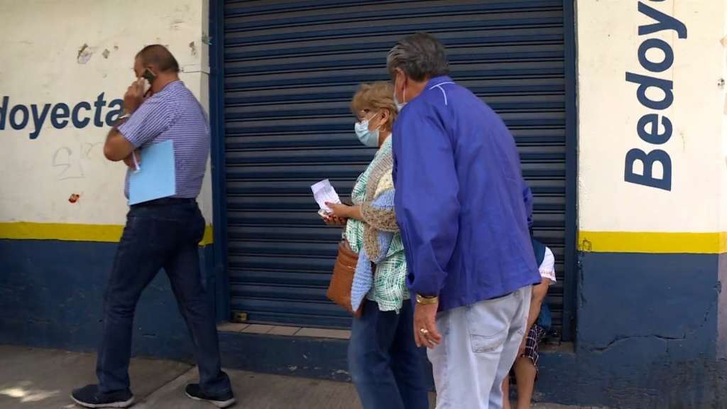 """Vacunan mientras se vive """"La Pasión"""" en Iztapalapa"""