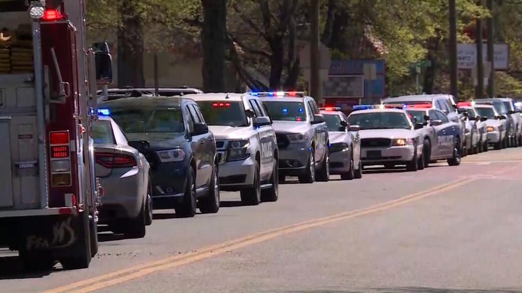 Reportan un muerto y un policía herido tras tiroteo en Knoxville