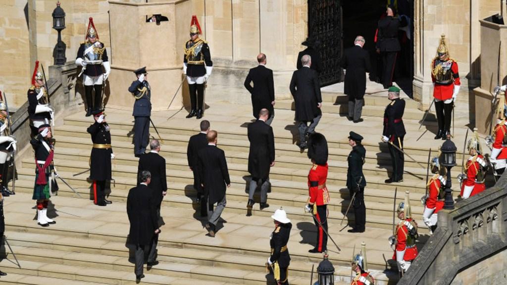 Mira el momento en que el féretro del príncipe Felipe entró en la capilla de San Jorge