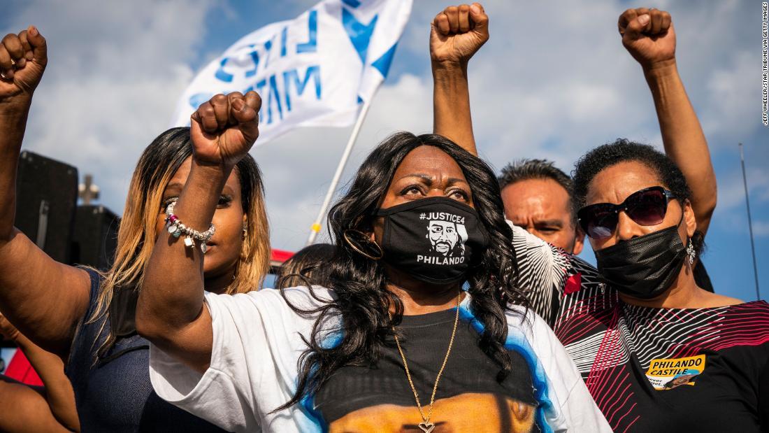 Familias negras que aún se recuperan de los veredictos en casos de brutalidad policial no esperan justicia en el juicio de Chauvin