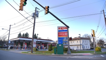 Rompen récord los precios de la gasolina en EE.UU.
