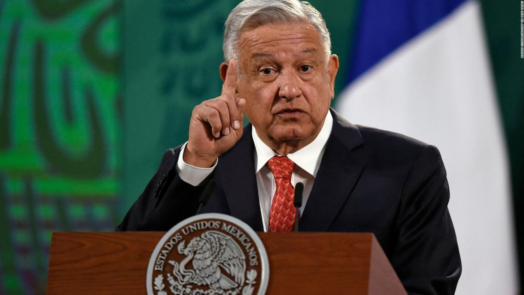 Lozano: AMLO is hindered by everything that contradicts him