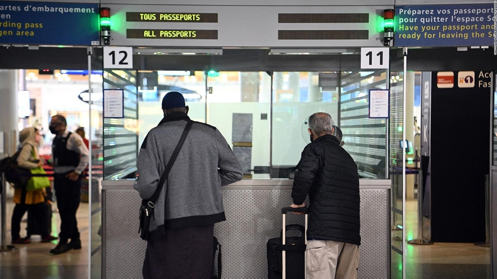 Analizan requisitos de viaje a Europa para vacunados