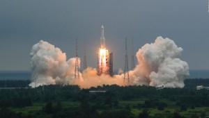 Así se ve el cohete chino fuera de control