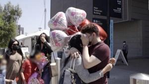 Bryan Ortiz se reúne con su madre tras ser separados hace 4 años