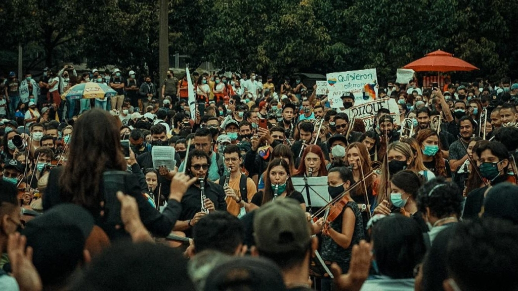 idea de protestar con orquesta en Colombia