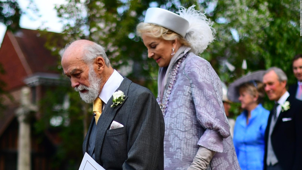 Primo de Isabel II niega relación especial con Putin