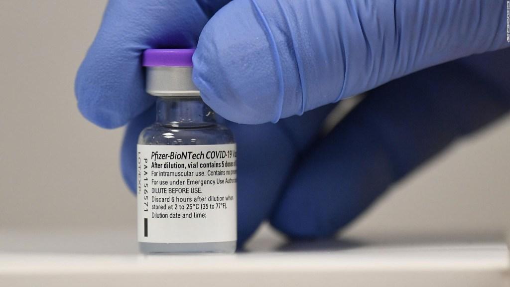 Autorizan usar vacuna Pfizer en menores de 12 a 15 años