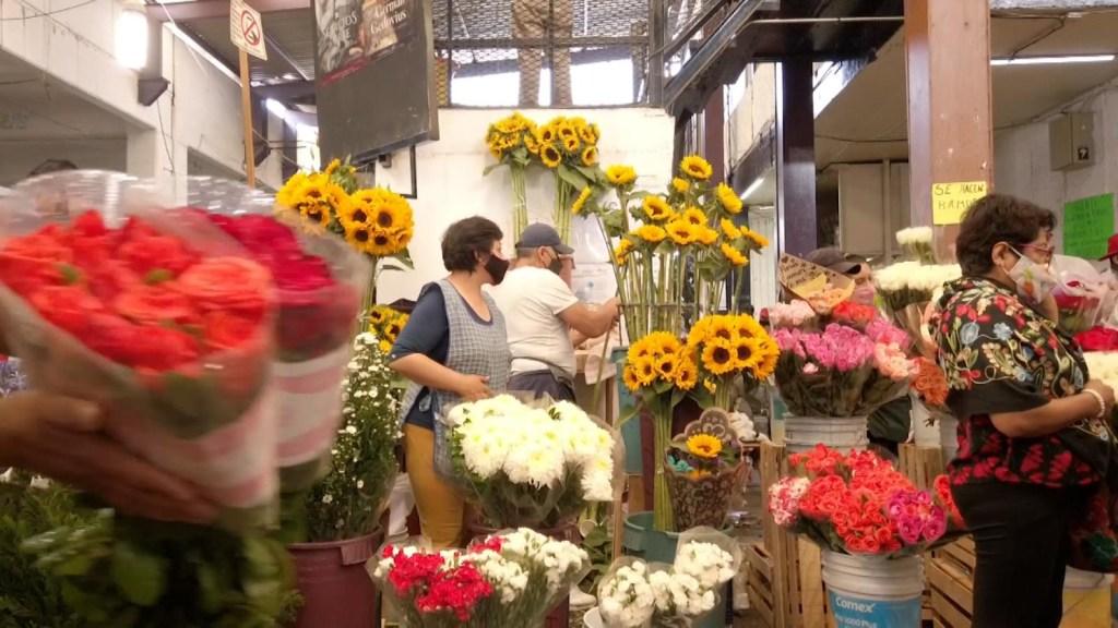 Panteones y mercado de flores abren por Día de la Madre