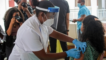 Covid-19: Crecen casos en país que lidera la vacunación