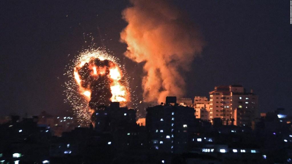 Torre de 13 pisos se desploma en Gaza tras ataque