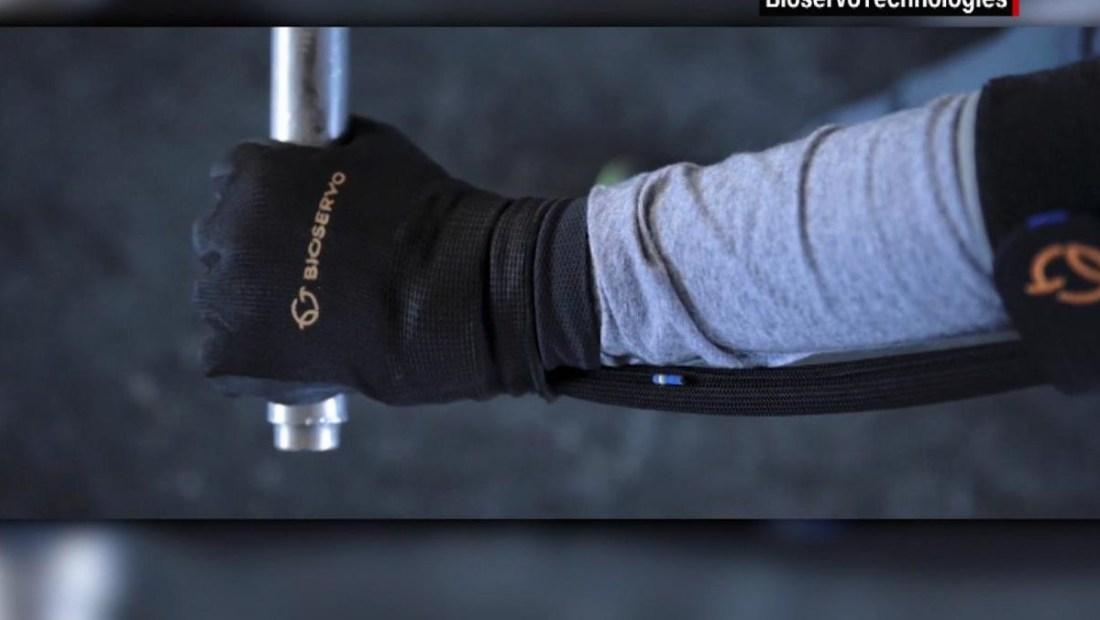 Descubre el guante que aumenta la fuerza de quien lo use