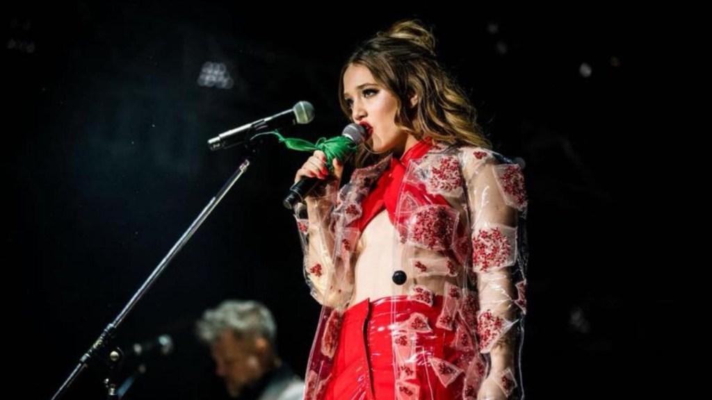 """""""La niña de fuego"""", el primer álbum de Ángela Torres"""