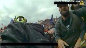 Nuevas imágenes muestran ataque de la turba a un policía
