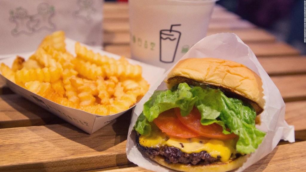 ¿Papas y hamburguesas gratis? Vacúnate en Nueva York