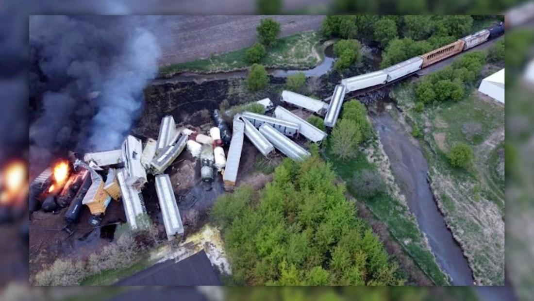 Evacuados en Iowa tras descarrilar un tren
