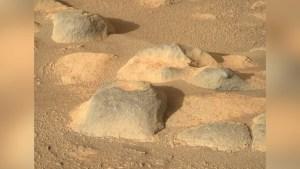 Rocas y polvo rojo en la imagen de la semana en Marte