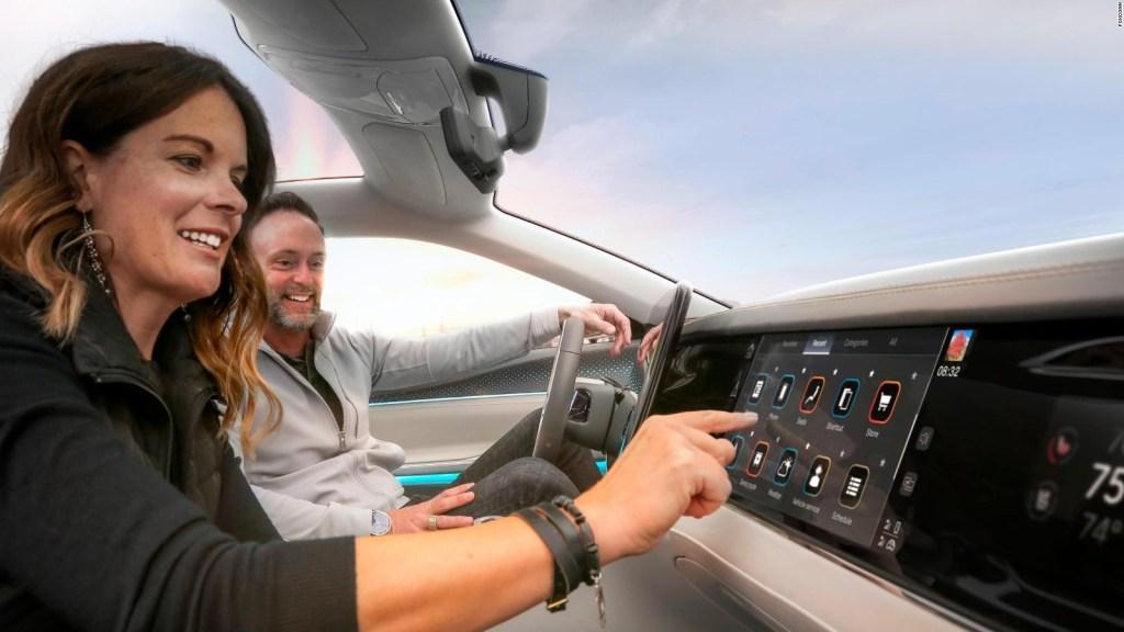 Foxconn desarrollará cabinas inteligentes para autos