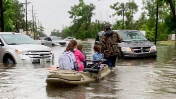 Millones en Texas están bajo advertencias de inundaciones repentinas debido a lluvias torrenciales