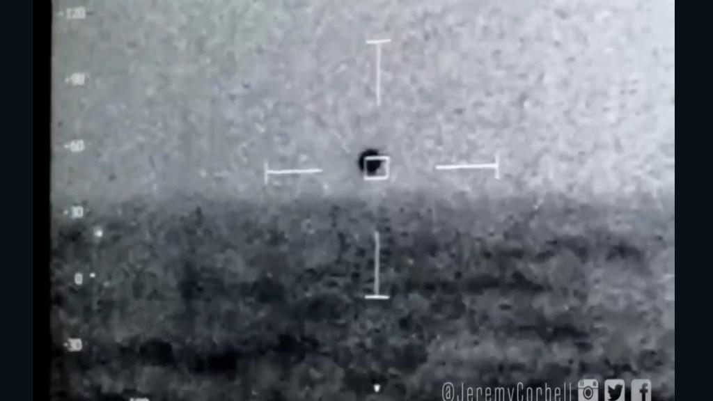 Una fuga di video di un UFO che scompare nell'acqua