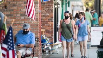 Gobernador de Texas prohíbe ordenar el uso de mascarilla