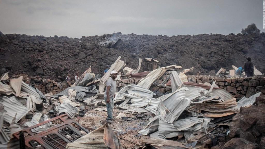 Al menos 8.000 evacuados por erupción