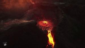 Lava de un volcán en Islandia vista desde el aire