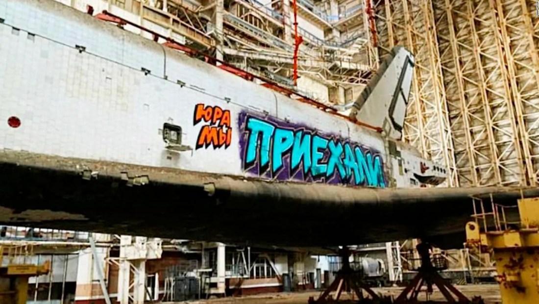 Transbordador espacial se convierte en pieza de grafiti