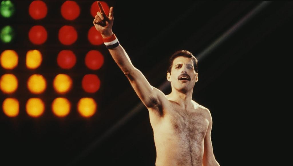 El legendario Freddie Mercury, líder de Queen y emblema del rock, será homenajeado en el libro de historietas Freddie Mercury: Lover of Life, Singer of Songs, completamente inspirado en su música, vida y letras.(Fotografía: Keystone/Hulton Archive/Getty Images)