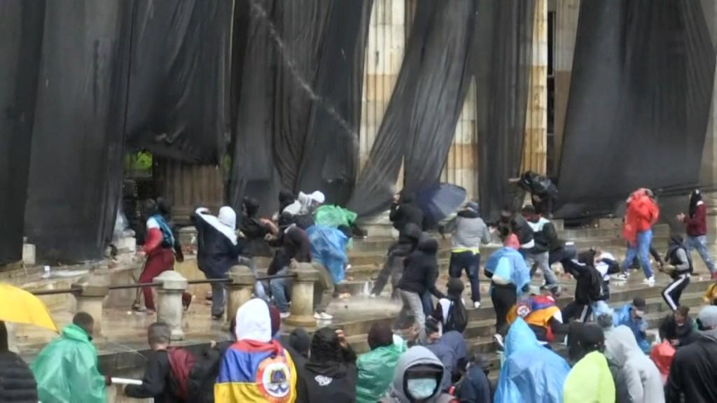 Congreso Colombia protestas suspenden sesión