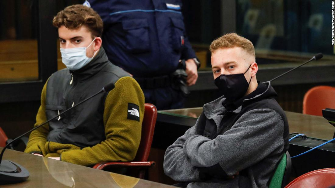 Condenan a cadena perpetua a dos estudiantes de EE.UU. por matar a un policía italiano
