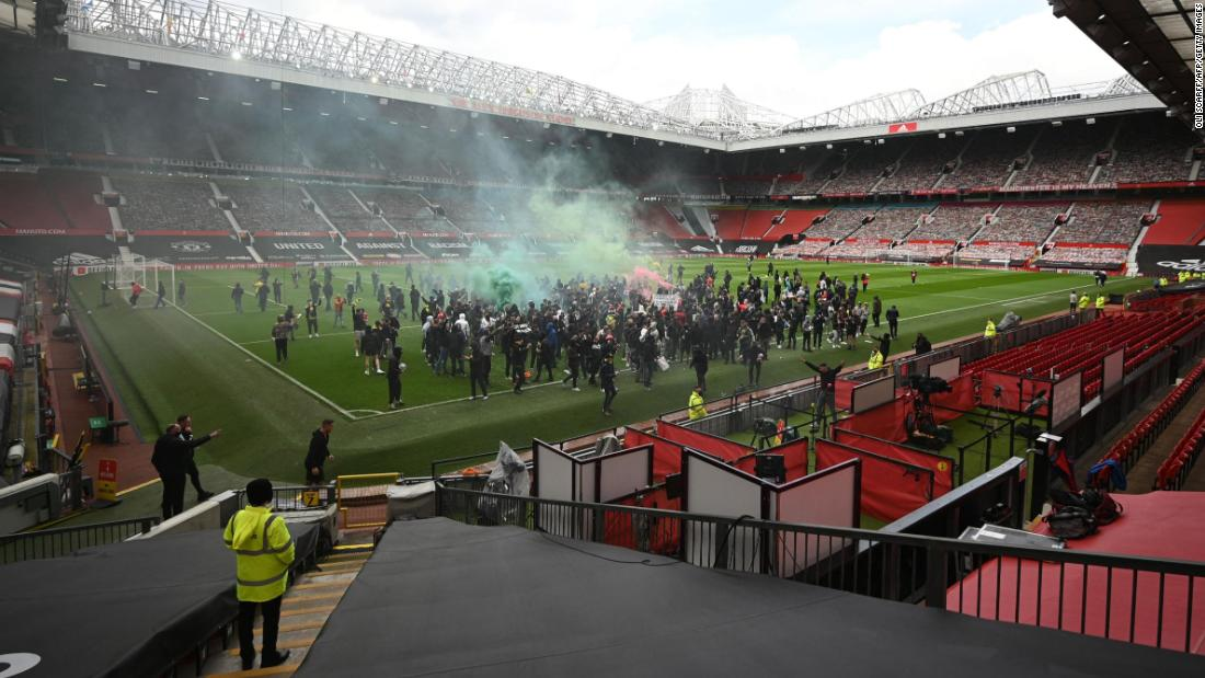 Fans protest against Manchester United owners