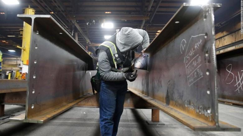 Trabajador en una planta de acero