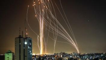 Lluvia de misiles ilumina el cielo de Tel Aviv