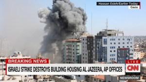 Video muestra el derrumbe del edificio que albergaba oficinas de AP y Al Jazeera en Gaza