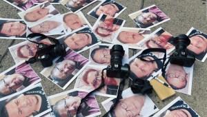 Semana difícil para el periodismo en México y Perú