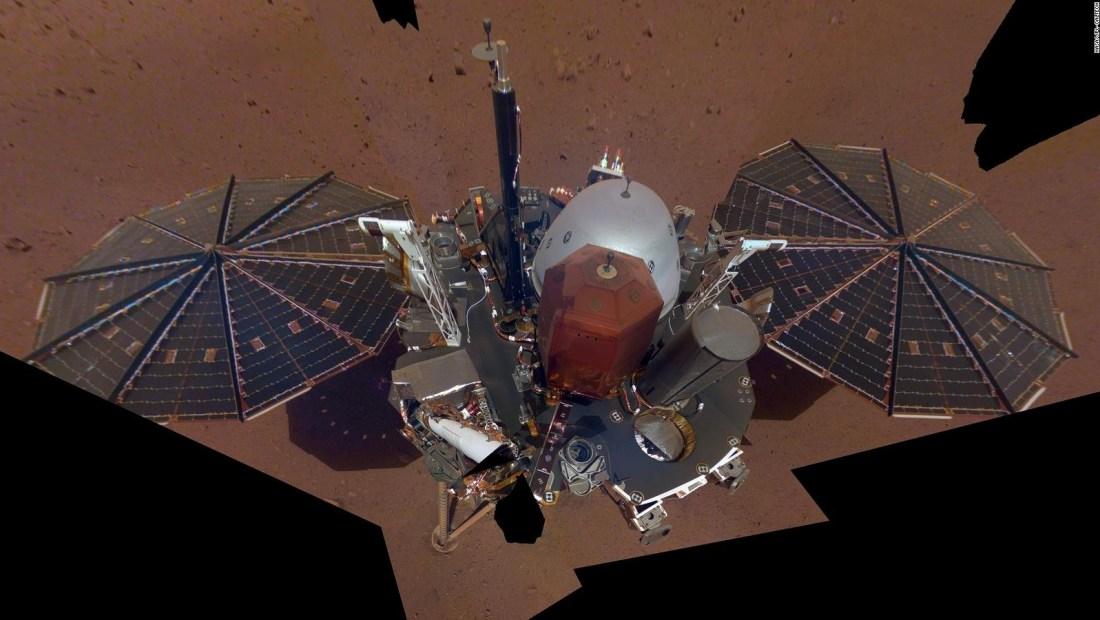 Así se quita el polvo marciano la misión InSight