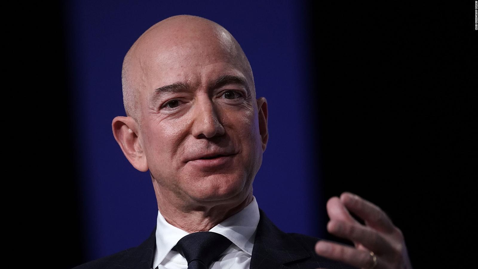 Jeff Bezos, al espacio: viajará en un cohete de Blue Origin junto a su  hermano Mark | Video | CNN