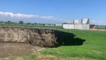 Se forma impresionante socavón en Puebla, México