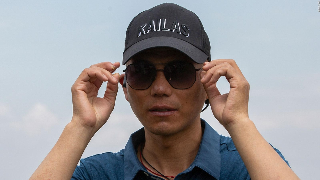 Hombre ciego conquista el Monte Everest