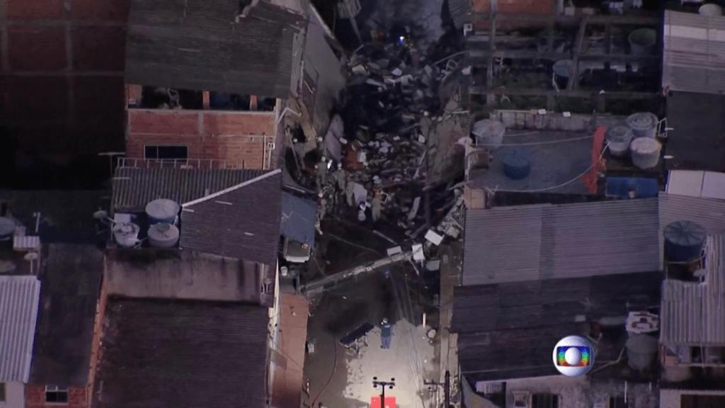 Se derrumba un edificio en una favela de Brasil
