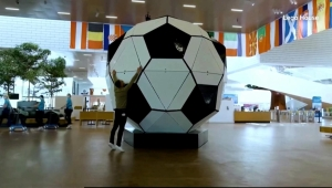 Mira el balón de fútbol Lego más grande del mundo