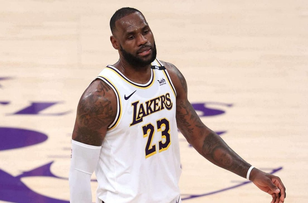 LeBron James gives reason for the elimination of the Lakers