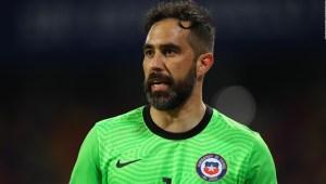 Claudio Bravo: Veremos qué hacemos sobre la Copa América