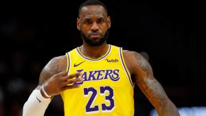 LeBron James volvería a cambiar su número de camiseta