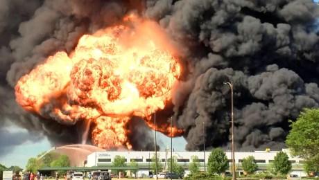 Video muestra la explosión de una planta química