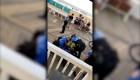 Policía usa pistola eléctrica contra un joven por fumar