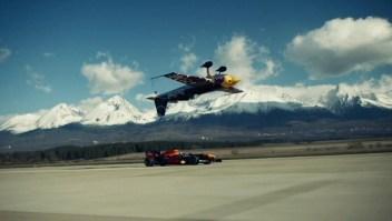 Este auto de Fórmula Uno compite con aviones